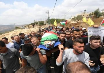 تشييع جثمان الشهيد محمد التميمي في قرية دير نظام برام الله
