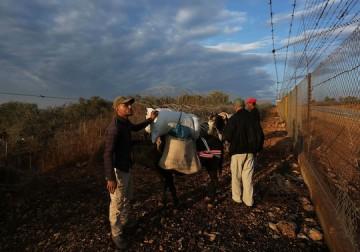 الاحتلال يمنع مزارعين من دخول أراضيهم قرب سلفيت