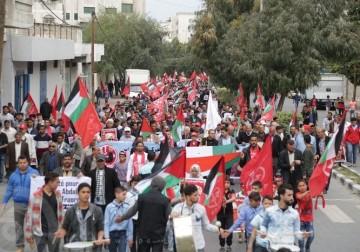 مسيرة جماهيرية حاشدة شارك بها الآلاف إسناداً للأسرى المضربين عن الطعام