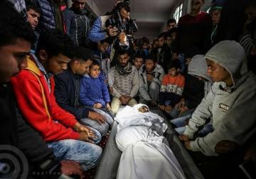 صور من تشييع جثمان الشهيد يوسف أبو عاذرة 18 عاما في رفح جنوب قطاع غزة والذي ارتقى مساء أمس بقذيفة مدفعية أطلقتها قوات الاحتلال شرق حي النهضة .