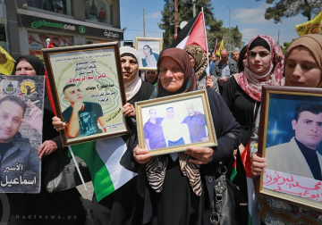رام الله - مسيرة تضامنية مع الاسرى المضربين عن الطعام في سجون الاحتلال لليوم الثامن على التوالي