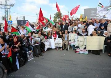 الآلاف يحتشدون في ميدان نيلسون مانديلا في مدينة رام الله تضامناً مع الأسرى المضربين عن الطعام