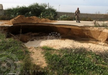 انهيارات أرضية برفح بفعل ضخ الجيش المصري مياه البحر