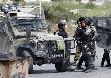 قوات الاحتلال الاسرائيلي تقمع مسيرة سلمية دعما للاسرى المضربين عن الطعام في منطقة البالوع شمال مدينة البيرة