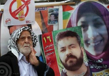 نابلس - مسن فلسطيني داخل خيمة الاعتصام مع الاسرى الفلسطينيين المضربين عن الطعام لليوم 22 على التوالي.