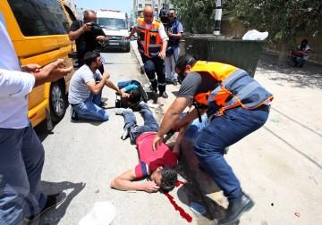 استشهاد الشاب معتز حسين هلال بني شمسة (23 عاماً) وإصابة صحفي برصاص مستوطن قرب نابلس .