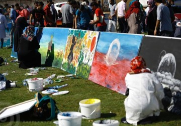 """معرض رسم مفتوح في غزة بمناسبة اليوم العالمي لـ""""الصحة النفسية"""""""
