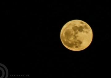 ظاهرة القمر العملاق من سماء مدينة غزة