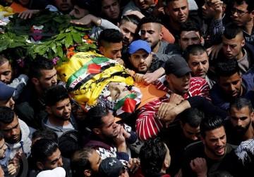 صور   تشييع جثمان الشهيد محمد حطاب في مخيّم الجلزون