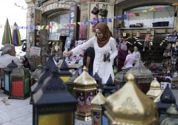 القدس - أسواق البلدة القديمة في أول يوم من شهر رمضان.
