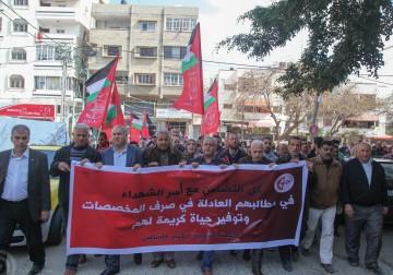 الشعبية تنظم اعتصاماً تضامنياً مع أسر الشهداء في غزة