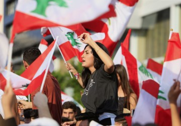 تواصل الاحتجاجات في لبنان لليوم الثالث على التوالي