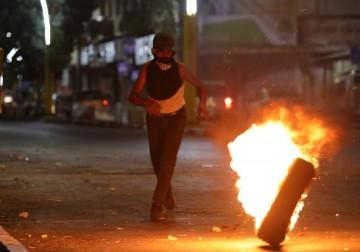 مواجهات بين الشبان وقوات الاحتلال في باب الزاوية بالخليل