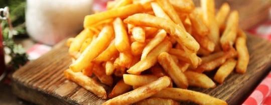 اكتشف خبراء أن أعلى نسبة من المُركّب المبشبوه موجودة في البطاطس المقلية والشيبسي