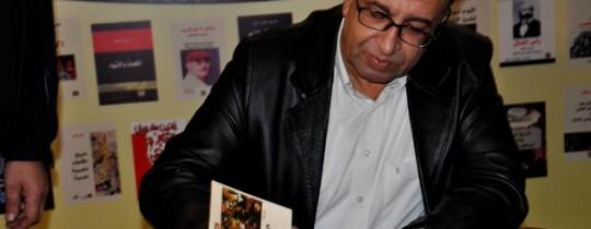 مروان عبد العال يوقع احد كتبه