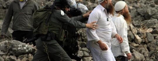 مستوطنون صهاينة أثناء الاعتداءات - أرشيف