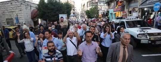 مسيرة إسنادًا للأسرى في سجون الاحتلال وسط رام الله