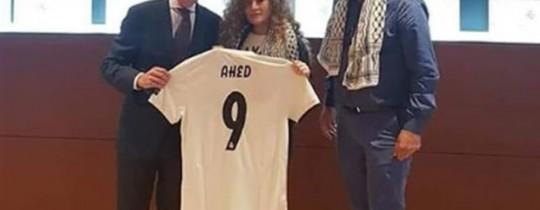 تمّ تكريم عهد التميمي بمنحها قميص لريال مدريد يحمل اسمها مع الرقم 9