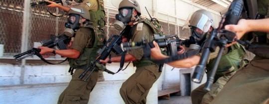 جنود الاحتلال يقتحمون السجون