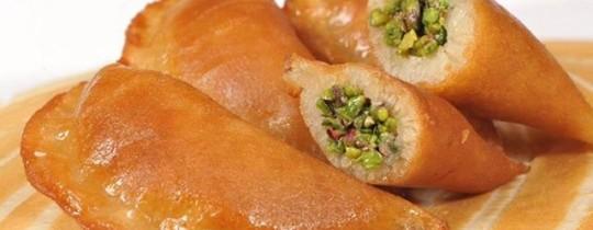 أول من أكل القطايف في رمضان كان الخليفة الأموي سليمان بن عبد الملك 98هـ