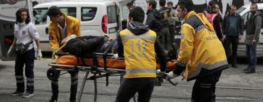 من عمليات الإسعاف في تفجير اسطنبول قبل أيام