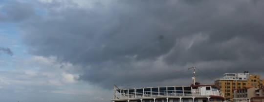 سماء غزة ملبّدة بالغيوم