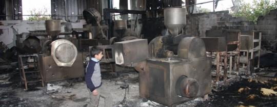 أحد المصانع المدمرة في غزة