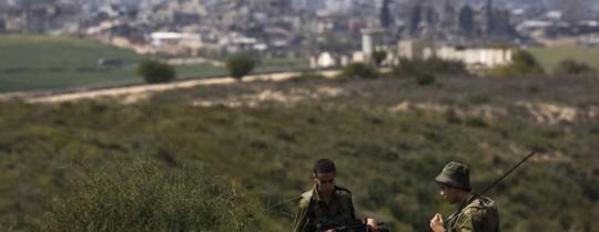 جنود صهاينة على حدود غزة