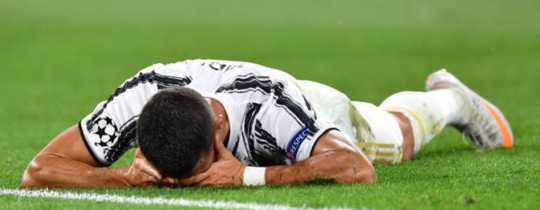 رونالدو مُستاءً من الخسارة رغم تسجيله هدفين خلال اللقاء مع ليون الفرنسي!