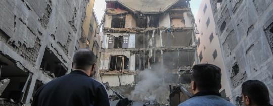 جانب من الدمار الذي خلفه القصف الصهيوني على غزة الليلة