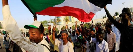 دعوات لتظاهرات ليليّة في الخرطوم والولايات