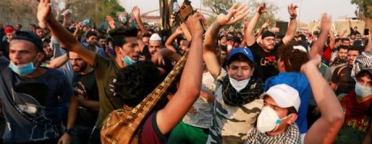 من المظاهرات التي انطلقت في البصرة منذ أيام - وكالات