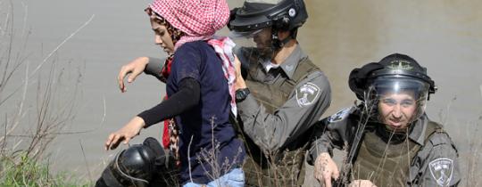 أرشيفية: اعتقال فتاة فلسطينية