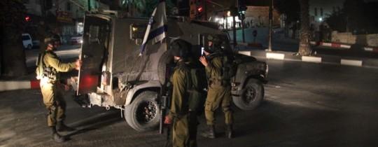 قوة عسكرية تتجوّل في شوارع مدن الضفّة المحتلة