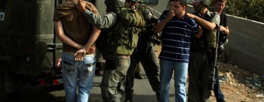 الاحتلال يعتقل سبعة شبان بزعم إلقاء عبوات قرب بيت لحم
