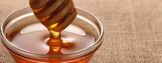 يستخدم العسل في العديد من ماسكات تحميل البشرة