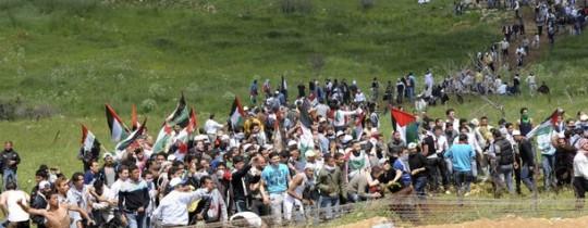اجتياز مسيرات العودة لاسيجة وجدران الاحتلال بين فلسطين وسوريا 2011