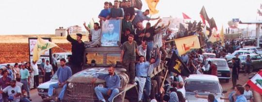 صورة من الأرشيف - فرحة اللبنانيين بيوم التحرير