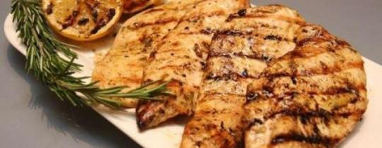 للتأكد من سلامة طبخه، يجب أن يُطهى الدجاج على حرارة تتراوح بين ال82 وال85 درجة مئوية