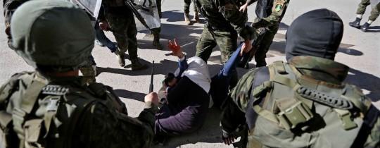 أمن السلطة يقمع متظاهرين في الضفة المحتلة- صورة من الأرشيف
