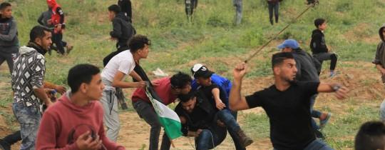 """إصابات في صفوف مُتظاهري مسيرات العودة في جمعة """"الشباب الفلسطيني"""""""