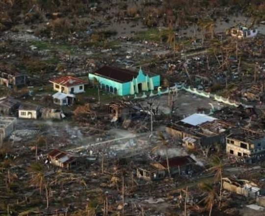 """إعصار """"مانكوت"""" .. أقوى عاصفة في العالم تضرب الفلبين"""