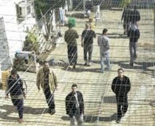 أسرى فلسطينيون في أحد سجون الاحتلال