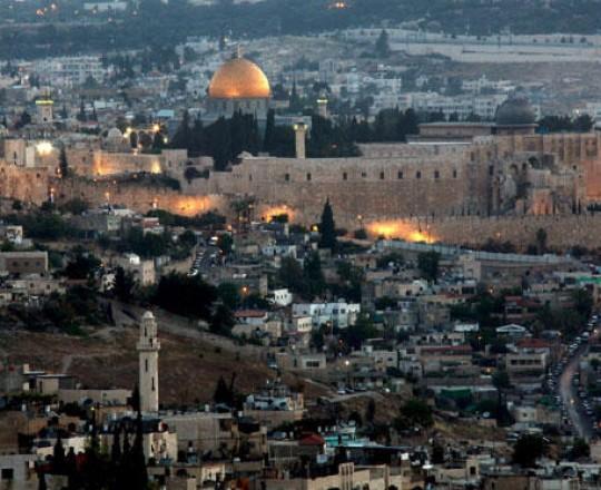 المسجد الأقصى يقع في الجانب الشرقي من القدس المحتلة