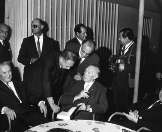 يوم وقع بن غوريون والمستشار اللماني أيدناور اتفاقا سريا لتمويل السلاح النووي الصهيوني
