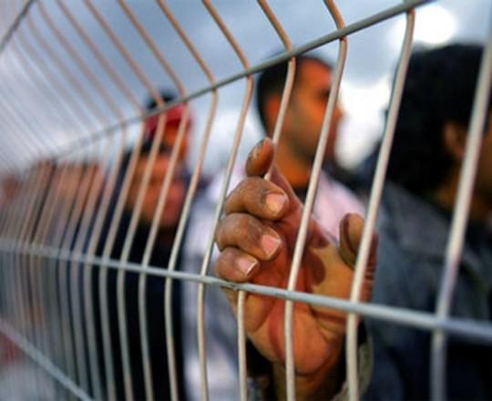 الأسرى الفلسطينيون داخل سجون الاحتلال