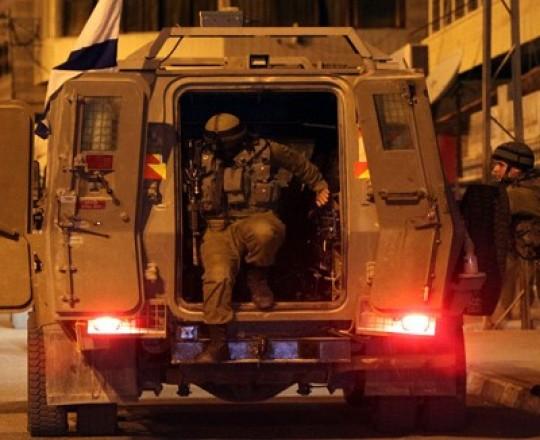 أرشيف: جنود الاحتلال يداهمون بلدات الضفة المحتلة