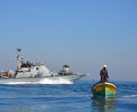 الاحتلال يستهدف الصيادين وسط القطاع والمنازل شمالاً