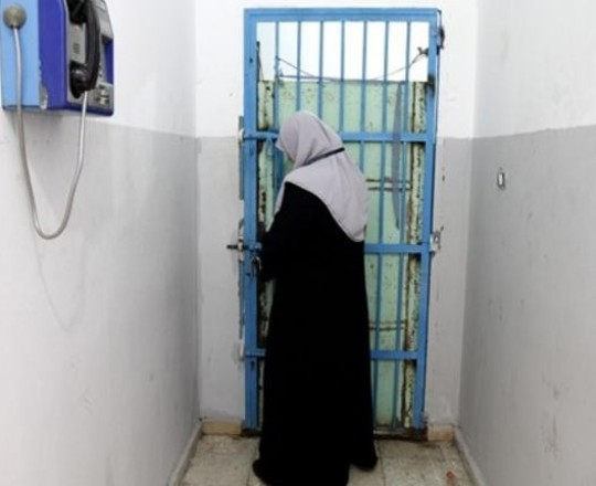 إحدى حارسات سجن النساء في غزة- صورة من الانترنت