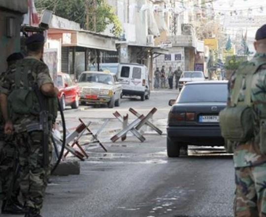 حاجز للجيش اللبناني في مخيَم عين الحلوة للاجئين